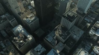 Aerial vertical view of rooftop skyscrapers, San Francisco, USA — Стоковое видео
