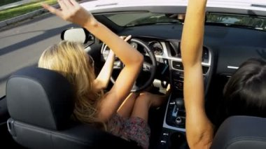 Girls Singing Laughing in Luxury Convertible — Stock Video