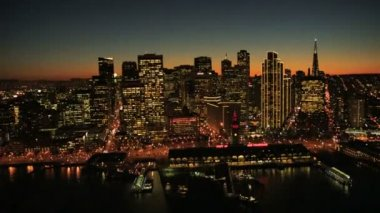 Aerial sunset time lapse view of the Oakland Bay bridge, San Francisco, USA — Stock Video
