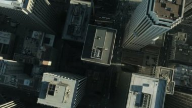 Aerial vertical view of rooftop skyscrapers, USA — Vídeo Stock