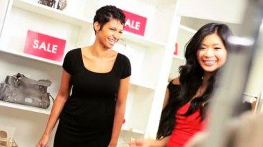 Multi Ethnic Girlfriends Shopping Designer Outlet — Stock Video