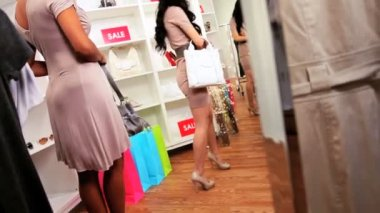 Girlfriends in Fashion Outlet Buying Handbags — Stock Video