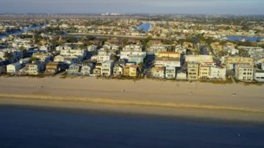 Aerial view of beach homes near Highway 1 USA — Stock Video