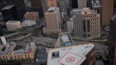 Vista aérea en la azotea de helipuertos, rascacielos, la, usa — Vídeo de stock