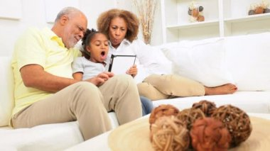 African American Grandparents Grandchild Wireless Tablet Apps — Stock Video
