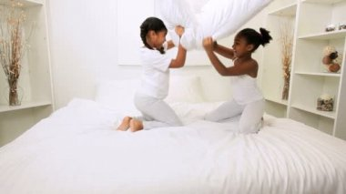 Little Ethnic Sisters Playing Bedroom — Stock Video