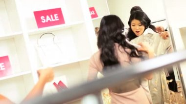 Girlfriends in Fashion Outlet — Stock Video