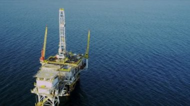 Aerial view of oil production platform, USA — Stock Video