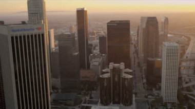 Aerial sunset view of financial buildings, LA, USA — Stock Video