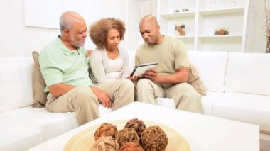 African American Family Wireless Tablet Technology — Stock Video