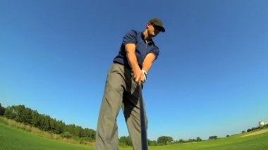 Golfer practices his swing — Stock Video