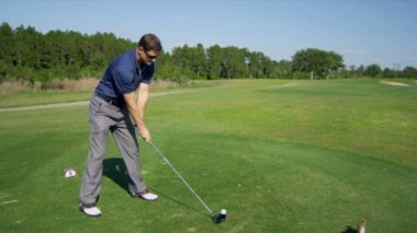Professional golfer hitting golf ball — Stock Video