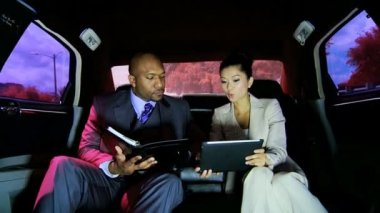 Business people on back seat — Vidéo