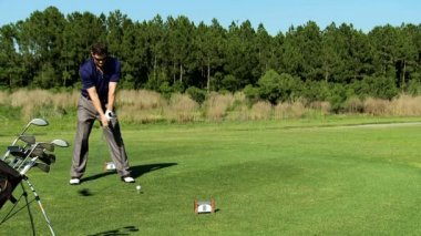 Golfer hitting golf ball — Stock Video