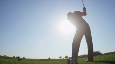 Golfer using driver to tee off — Stock Video