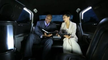 Banking advisers in luxury limousine — Stock Video