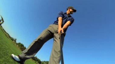 Golfer prepares to tee off — Stock Video