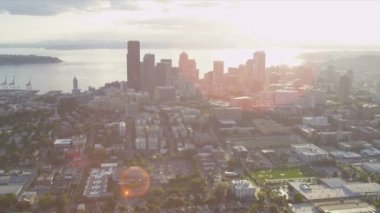 Aerial sun flare cityscape view of Seattle Business Center — Stock Video