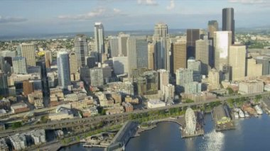 Aerial coastal view of the Columbia Center Alaskan Way Viaduct, Seattle — Stock Video