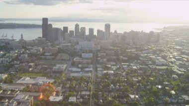 Aerial sun flare cityscape view of Seattle Business Center, USA — Stockvideo