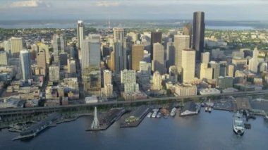 Aerial coastal view Seattle Business Center Alaskan Way Viaduct, USA — Stock Video