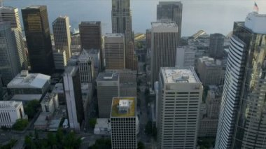 Aerial close up view Pacific west coast modern Urban city, Seattle — Stock Video