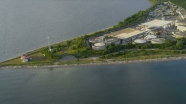 Aerial view West Point Lighthouse and Treatment Plant, Seattle — Vidéo