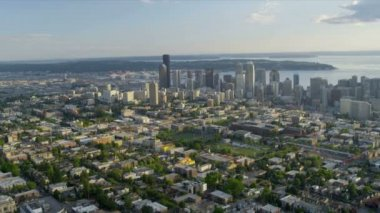 Aerial Cityscape view across Puget Sound, Seattle, USA — Vídeo de stock