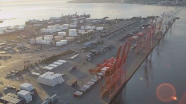 Aerial view Container Ship docked Port of Seattle — Vídeo de stock