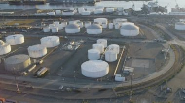 Aerial view of commercial Storage tanks, Harbor Island, Seattle — Vídeo de stock