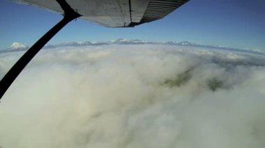 Aerial cloud view of distant mountain range remote Wilderness, light aircraft, Alaska, USA — Stok video