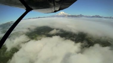 Aerial cloud view of distant Mt Redoubt Volcano Alaskan Wilderness light aircraft, Alaska, USA — Stockvideo