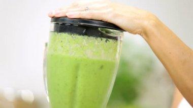 Caucasian female making nutritious fresh homemade vegetable juice — Stock Video