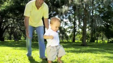 Proud young Caucasian father with his smiling little boy — Vídeo de stock