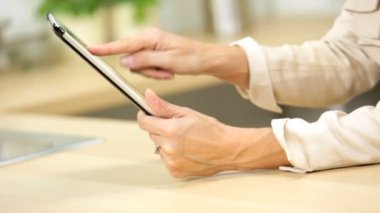 Caucasian female hands using wireless technology touch screen tablet — Stock Video