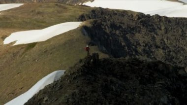 Climber at Mountain Peak Chugach Range — Video Stock