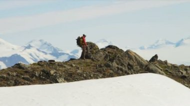 Climber ridge walking, Alaska — Stock Video