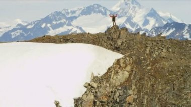 Climber at Mountain Peak Chugach Range — 图库视频影像