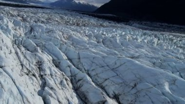 Aerial view of melting ice glacier  Knik Glacier due to warming environment, South central Alaska, USA shot on RED EPIC — Vidéo