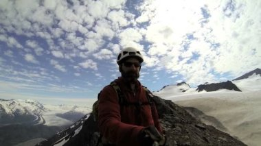 Peak Climber filming panorama mountain landscape with snow caped Peaks — Stock Video