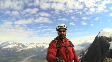Climber filming selfie, Alaska — Stock Video