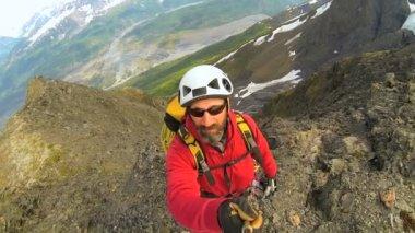 Climber filming selfie — Stock Video