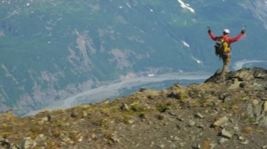 Climber at remote wilderness,  Alaska — Stok video