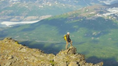 Mountain climber in summer, Alaska — Stock Video