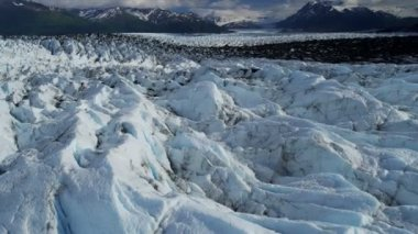 Aerial view of natures Knik Glacier moraine crevasses feeding the Knik River which empties Cook Inlet nr Anchorage Alaska, USA shot on RED EPIC — Vídeo de Stock