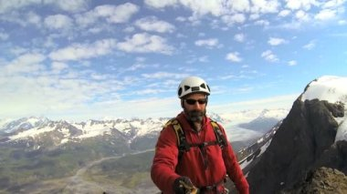 Climber filming glacier project, Alaska — Vídeo Stock