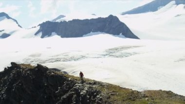 Climber achieving success in Chugach Mountains — Stock Video