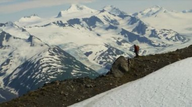 Climber ridge walking Chugach Range — Stock Video