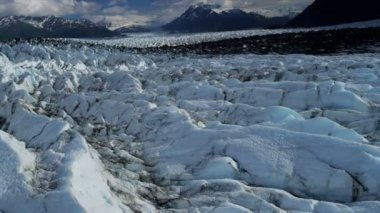 Aerial view of natures Knik Glacier and crevasses feeding the Knik River which empties Cook Inlet nr Anchorage Alaska, USA shot on RED EPIC — Vídeo de Stock