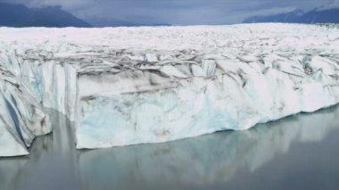 аэрофотоснимок морене ледника покрытые льдом, арктического региона, аляска, сша — Стоковое видео